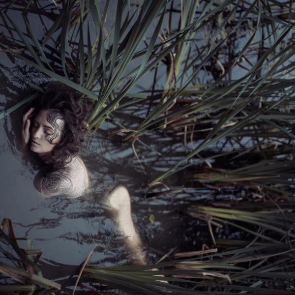 Kobieta w bagnie